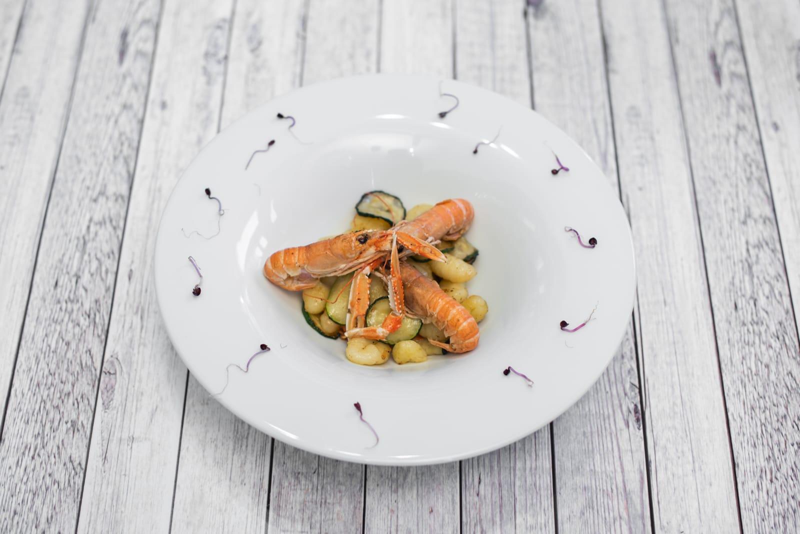 Gnocchi scampi e zucchine